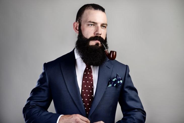Barbas y tener dinero