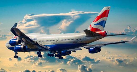 """Avión regresa de emergencia al aeropuerto por """"fuerte olor a excremento"""" causado por uno de los pasajeros"""