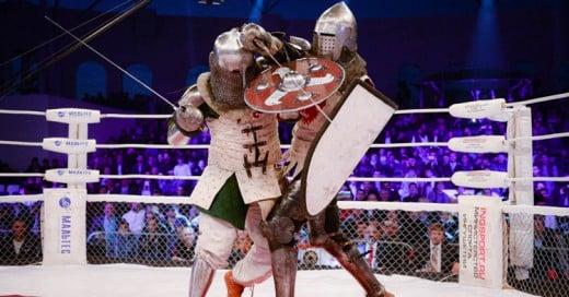 En Rusia existen peleas de MMA entre caballeros medievales con armaduras y espadas