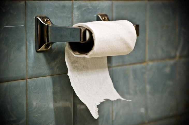 No tirar papel de baño en el escusado