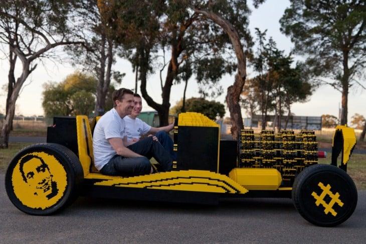 blogcdn.com fullsize-lego-car-25-1