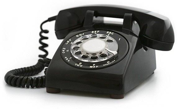 contestábamos sin saber quién llamaba