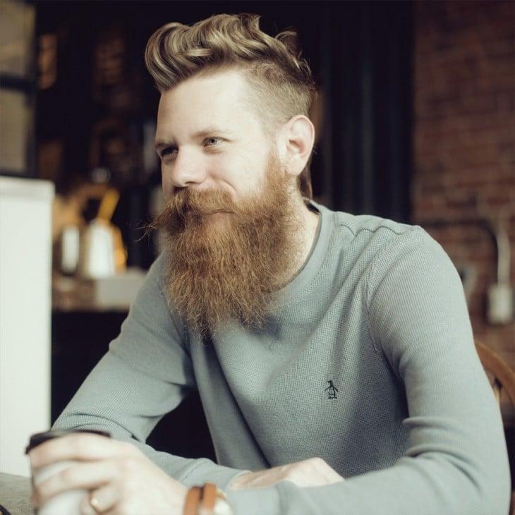 Hombres inteligentes con barba