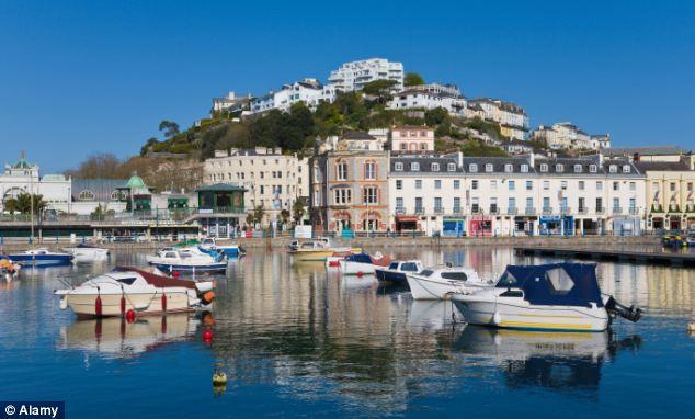 Mujer roba un ferry en el puerto de Devon
