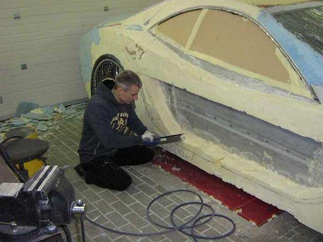 Carro de lujo con material expandible esculpiendo 2