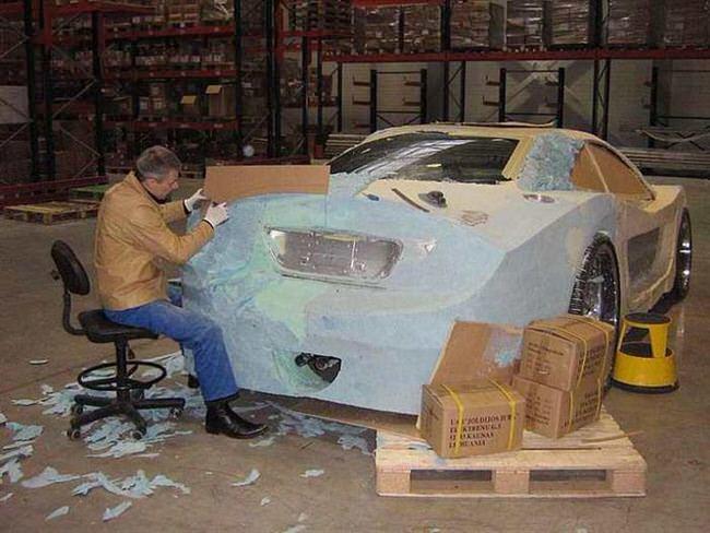 Carro de lujo con material expandible cartón 2