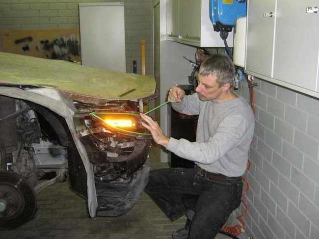 Carro de lujo con material expandible faros