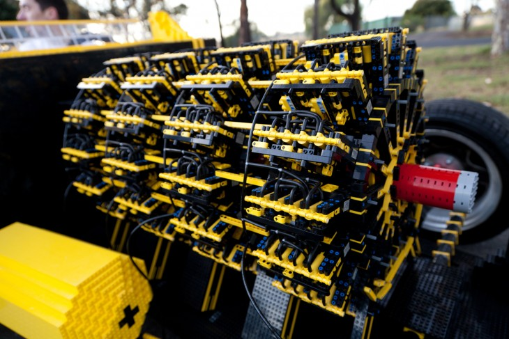 extremetech.com lego-engine-up-close