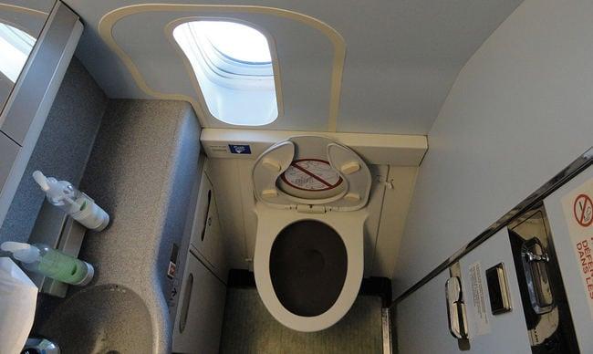 baño de avión