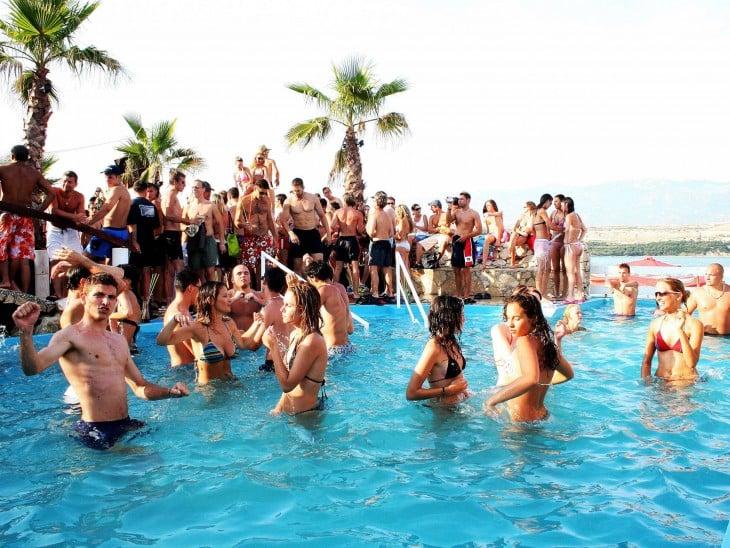 fiesta en la playa en Dubai 2