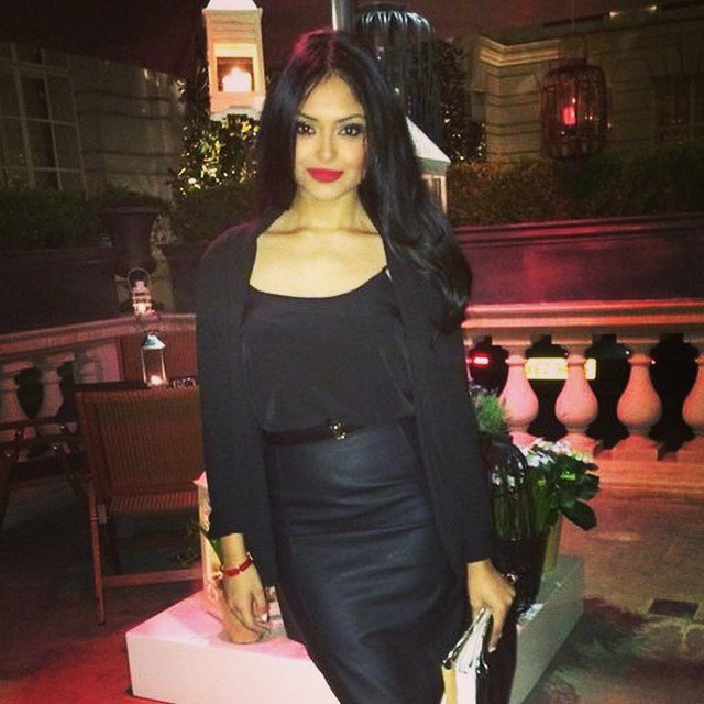 Afshan Azad red lips beautiful