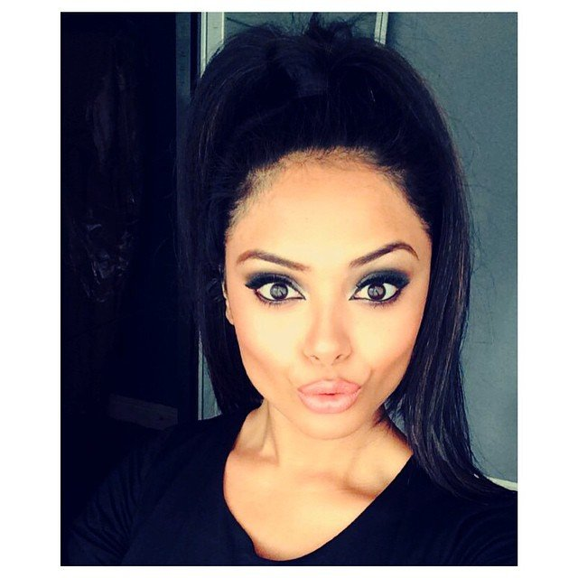 Afshan Azad kiss lips