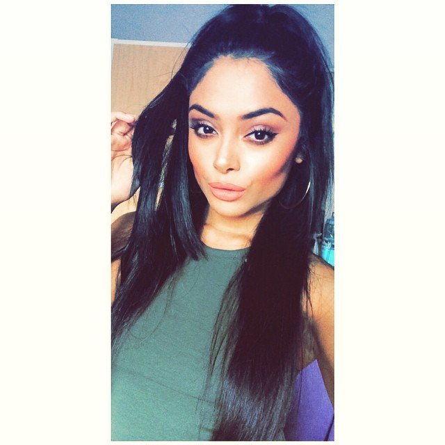 Afshan Azad green dress beautiful hair