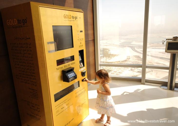 cajero automatico atm dorado barras de oro dubai