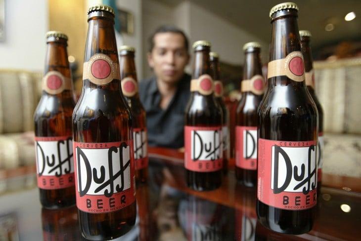Sale oficialmente a la venta la cerveza Duff