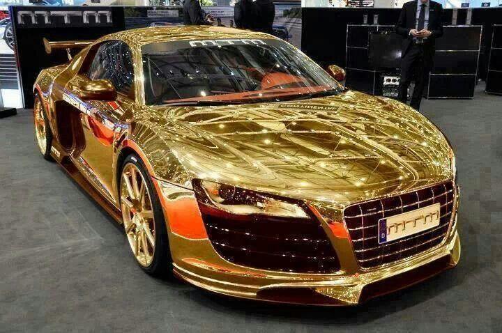 R8 bañado en oro dubai