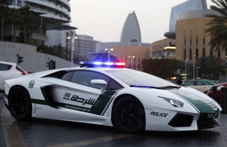 policia dubai lamborghini aventador