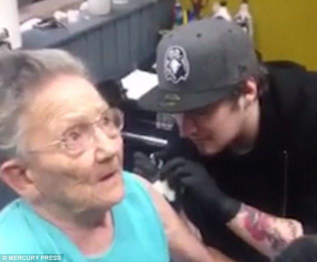 sadie sellers tatuaje a los 79 años