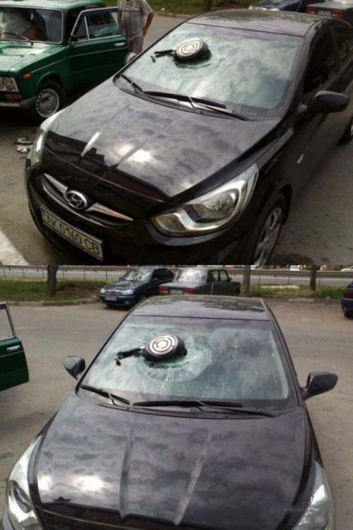 infiel destruye vidrio de auto con un sarten