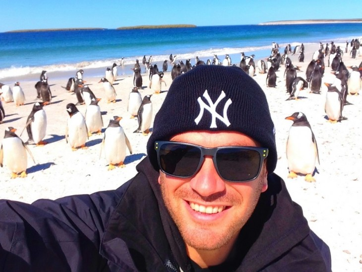 selfie con pingüinos en la playa