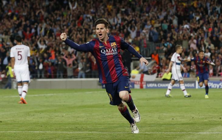 Messi en liga de campeones celebrando gol