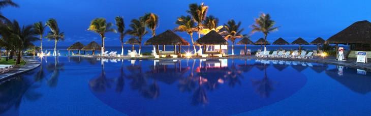 cancun alberca noche