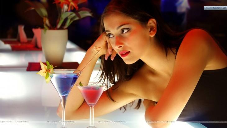 socialassassin.files.wordpress.com sexy-girl-at-bar-counter