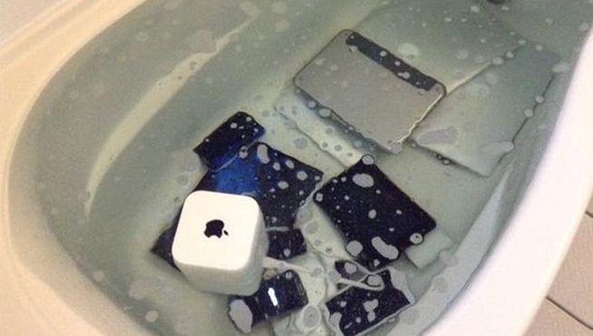 novia pone todos productos tecnologicos en agua de novio infiel