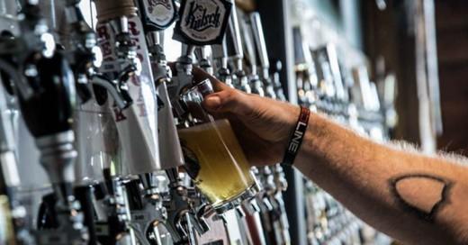 Inauguran un bar con 366 grifos de cerveza diferentes