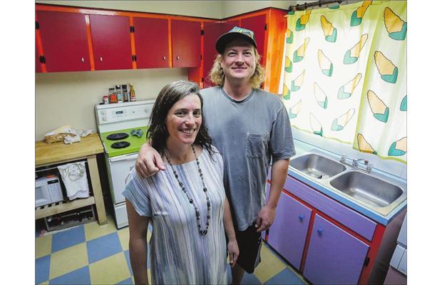 Pareja redecora su cocina para que sea como los simpsons