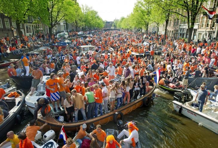 dia de la reina en belgica con barcos