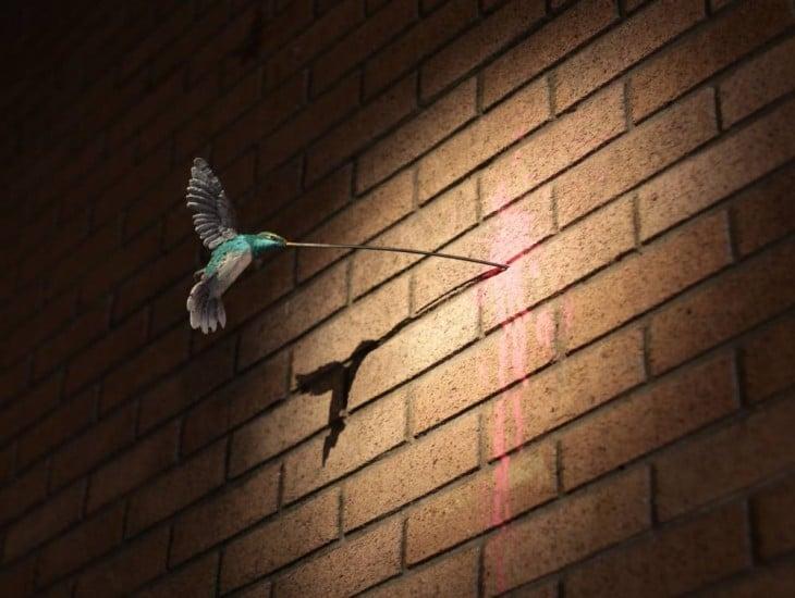 colibri alimentandose de pared de ladrillo en dismaland