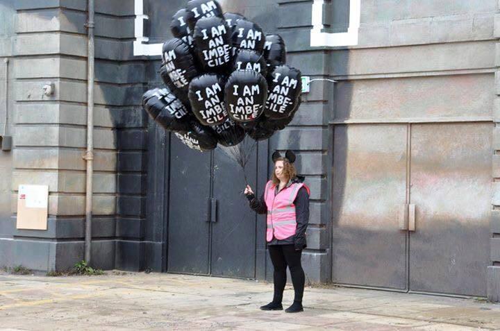 vendedor de globos en dismaland
