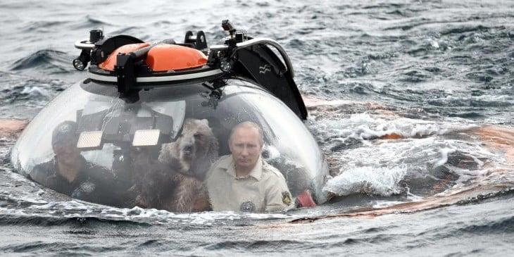 Internet trollea a Putin dentro de su batiscafo con una batalla de Photoshop oso
