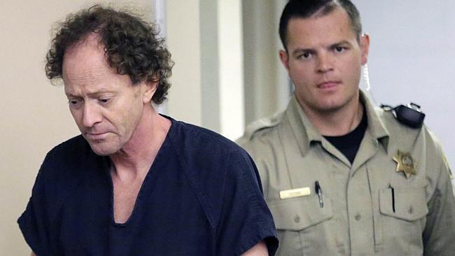Johnny en el juicio, Gasta su herencia para demostrar que su padre mató a su mamá