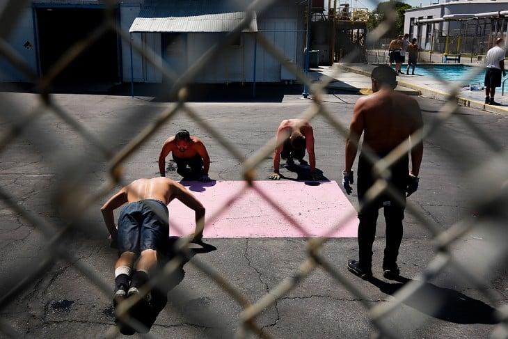 Ejercicios para prisioneros y macho alfa en espacios pequeños Flexiones