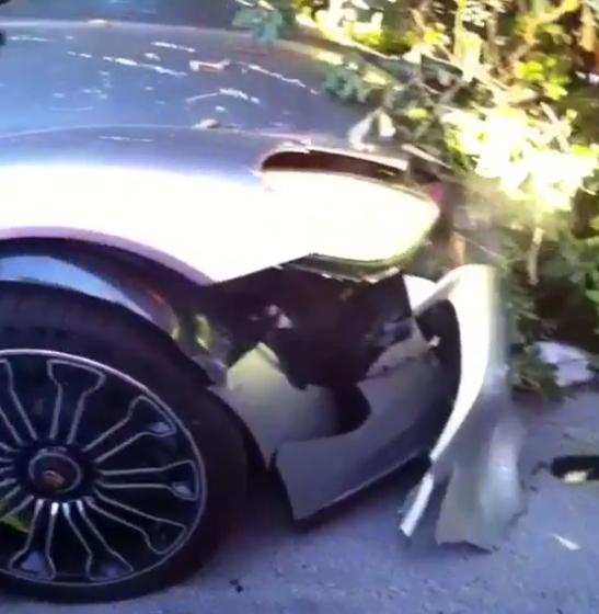 Tonto quiso lucirse y estrelló su Porsche 918 Spyder