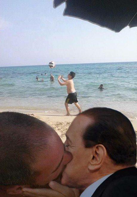 Pide que photoshopeen al niño para sacarlo de la foto beso italia