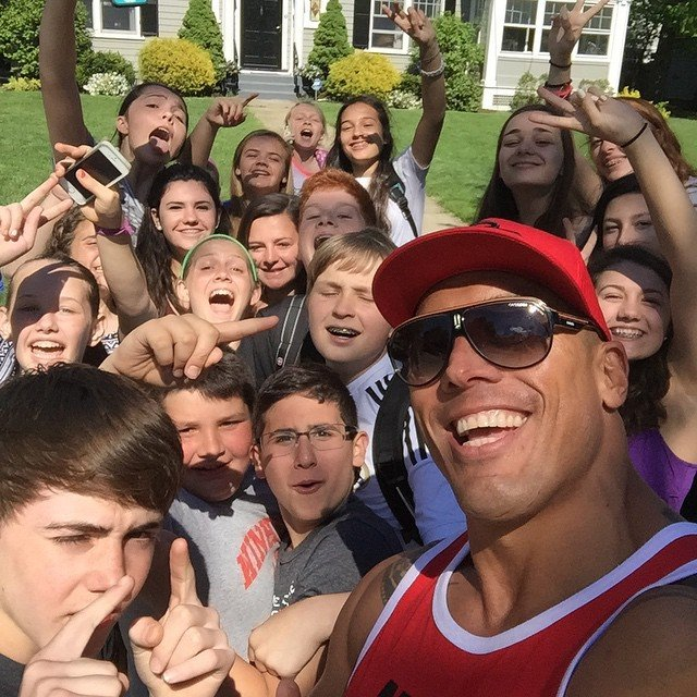 Tanoai Reed es el doble de The Rock selfie