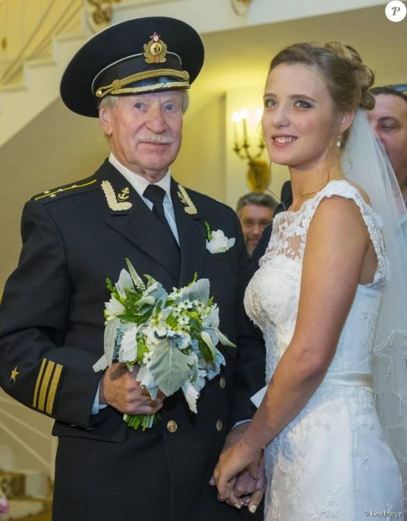 Ivan Krasko y Natalia Shevel con ramo