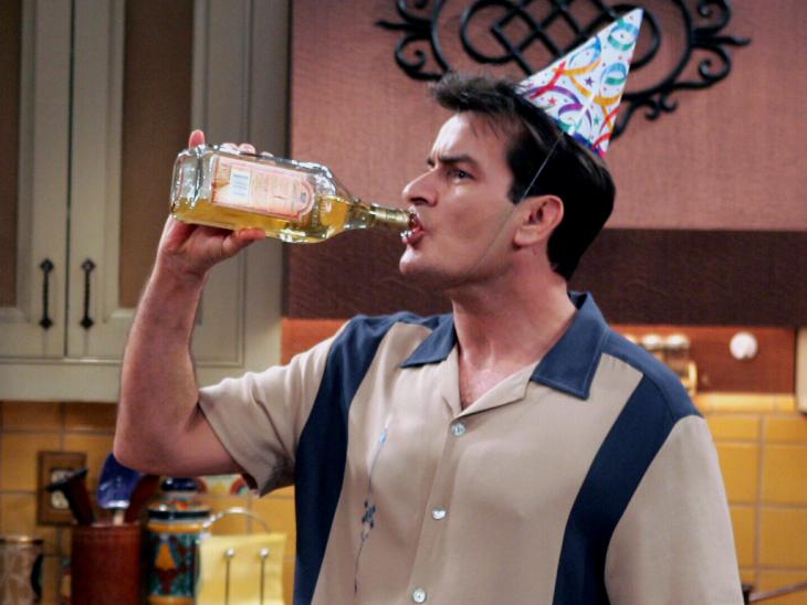 sheen tomando cumpleaños