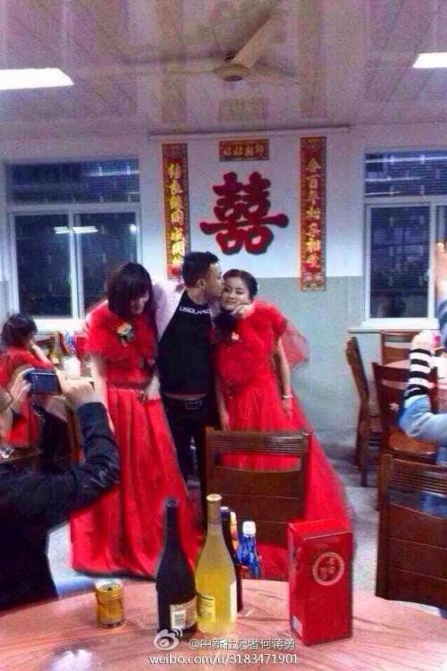 Boda de un hombre con dos mujeres en china