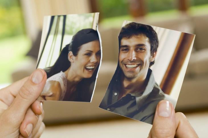 fotografía de una pareja partida a la mitad