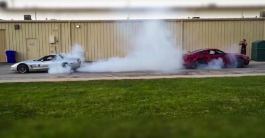 Épica Batalla de tira y afloja entre Corvette Z06 C5 y Mustang GT 2014