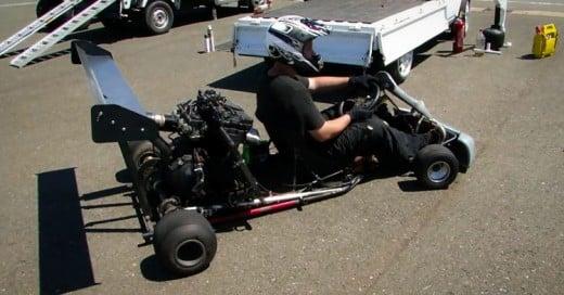 Le ponen motor de una moto deportiva a un Go Kart y el resultado es impresionante!