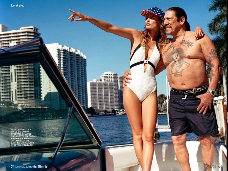 Danny Trejo con una chica en un barco