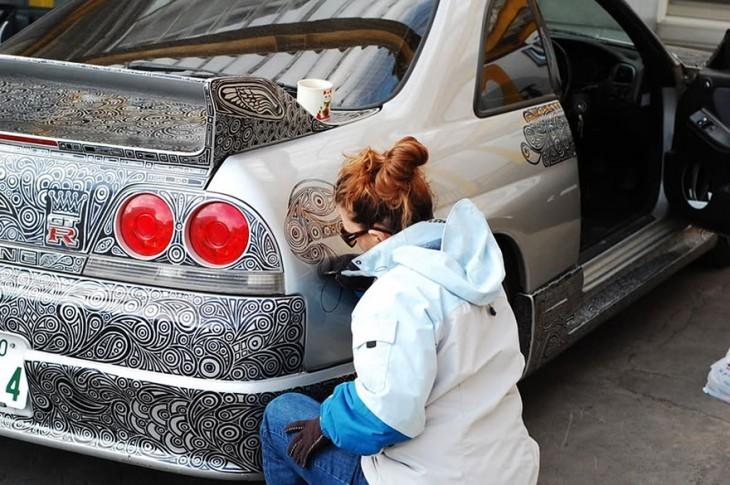 novia pinta Nissan Skyline GTR paso 1