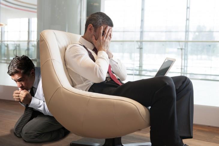 photobomber con hombre de negocios estresado