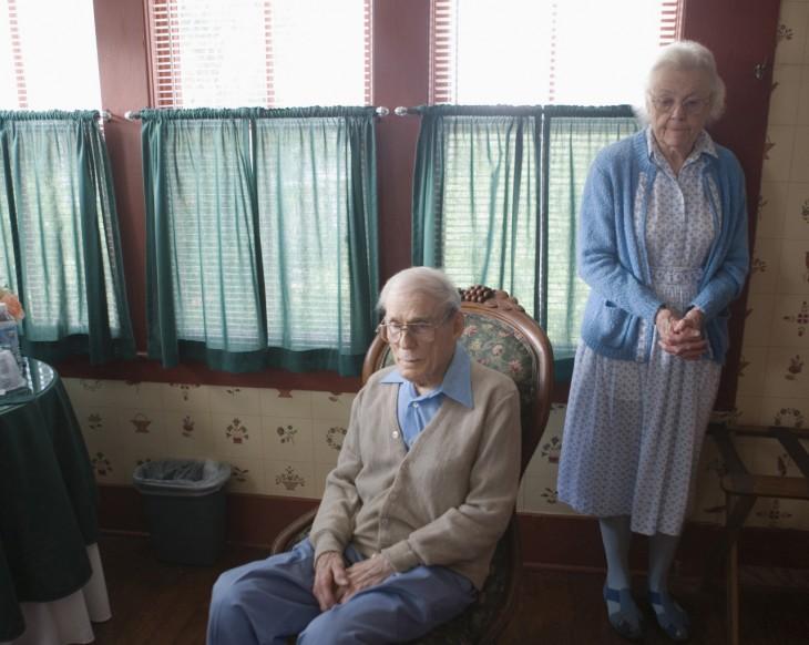 photobomber con pareja de ancianos