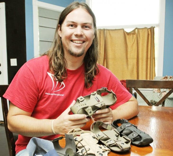 Kenton con zapatos para niños